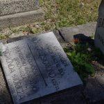 Móricz Zsigmond kisfiának síremléke